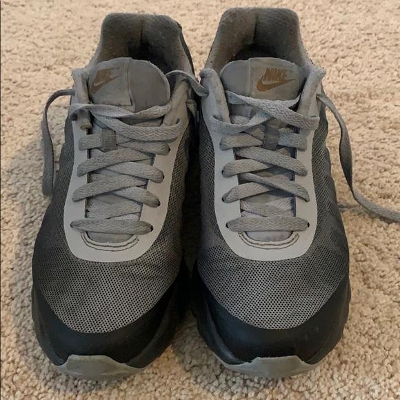 d670914f891 Women Air Max Invigor Low Top Running Shoe
